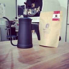 Kit Manami - Chaleira e um Café Microlote/Especial 250gr